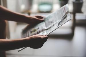 Zeitung als Glasreiniger